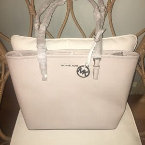 Michael Kors Jet Set Travel Md Carryall Tote
